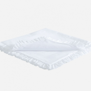 Comfy and soft, this white padded blanket by Patachou, is a lovely choice for cuddle time with your baby. Made from white cotton voile. The blanket is decorated with a lovely frill all-over the hem and embellished with a bow.