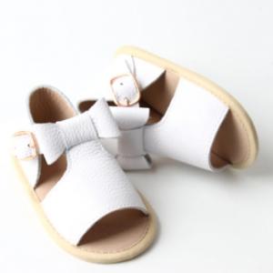 Dainty bear white peep toe sandals