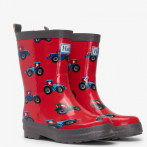 Puddles beware! You'll have no worries about them getting wet in the rain when their feet are equipped with these tractor boots. The fun print will have them begging for rain, and you can even add one of our boot liners to help keep their little feet extra warm! Match it with the rest of the rainwear collection to create their super fun rainy day wardrobes