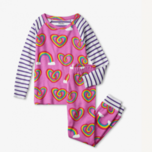 They'll be falling asleep in no time thanks to this cozy pajama set! Crafted from super soft organic cotton and featuring contrasting sleeves, cuffs and an adorable print, these are just what they need for good nights and happy mornings.
