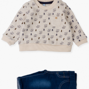 Denim trousers & sweatshirt set for new born boy. This set includes a brushed plush sweatshirt with peachskin lining. Embellished with trees and bear faces. With a chest pocket decorated with a button. Rib-knit at the cuffs, the hem and the neck. Popper opening at the shoulder. French terry trouser featuring a faux-denim finish. Roll-up hem. Stretch waistband mock fly and mock pockets